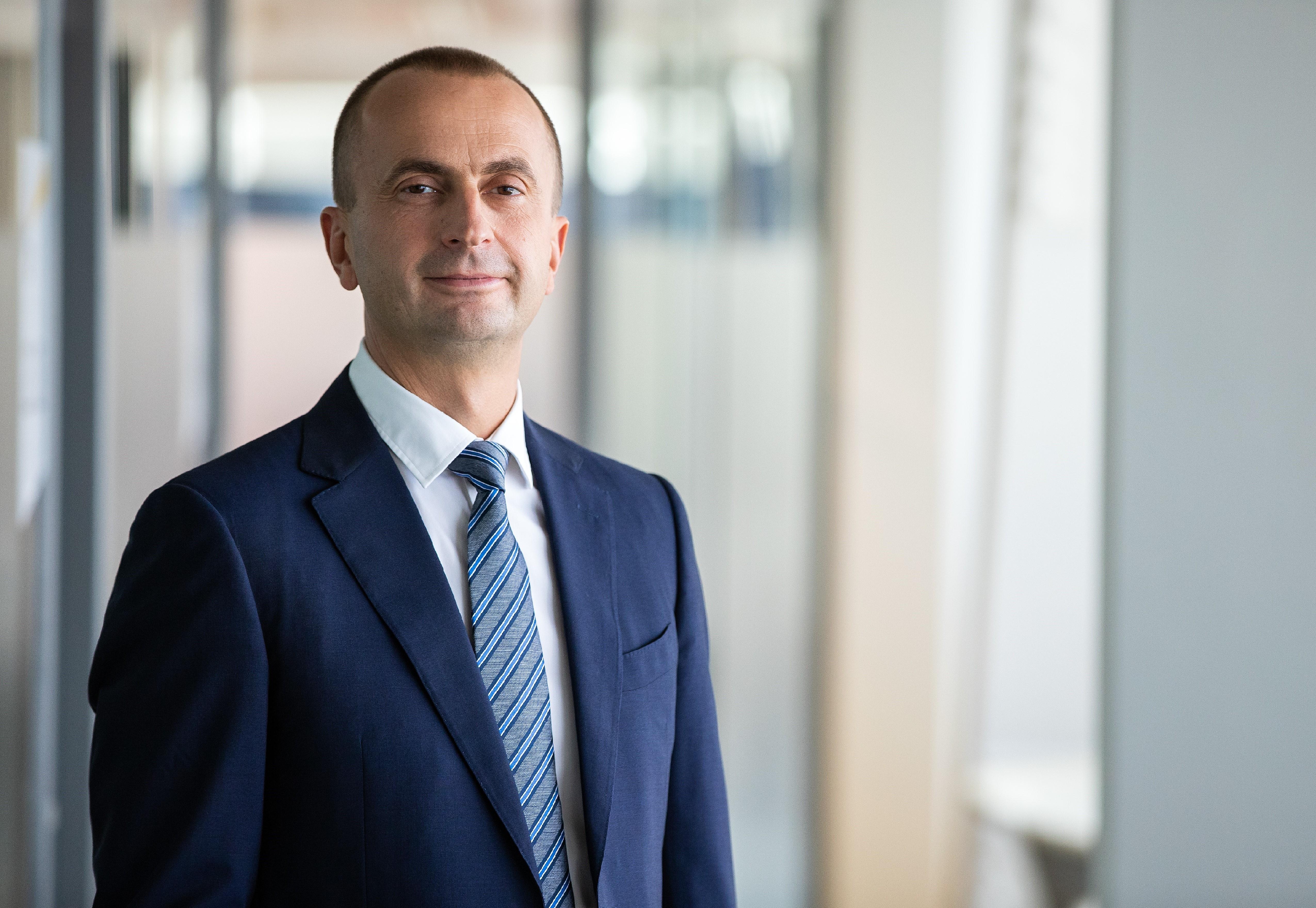 EY raporteaza venituri globale record de 36,4 miliarde de USD in 2019