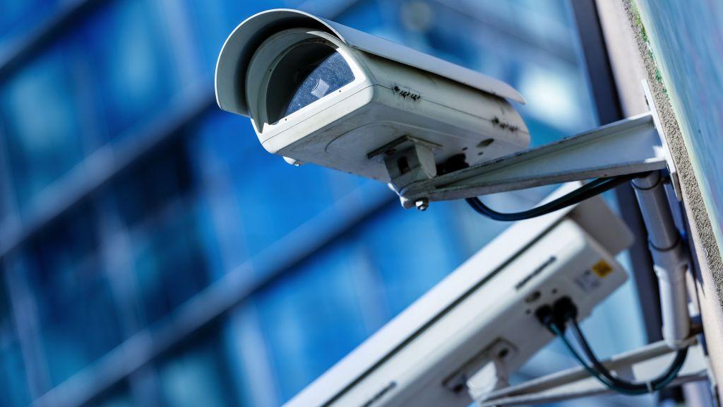 Se pot folosi camere video ascunse pentru monitorizarea angajatilor?